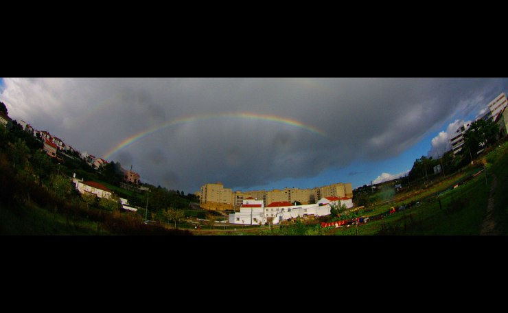 Arco iris e a aldeia (Village and the rainbow)