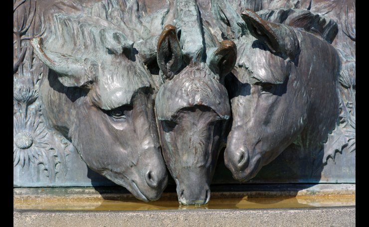 Three horse relief -- Lassern